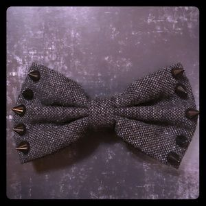 GUNMETAL SPIKES BOW TIE NECK